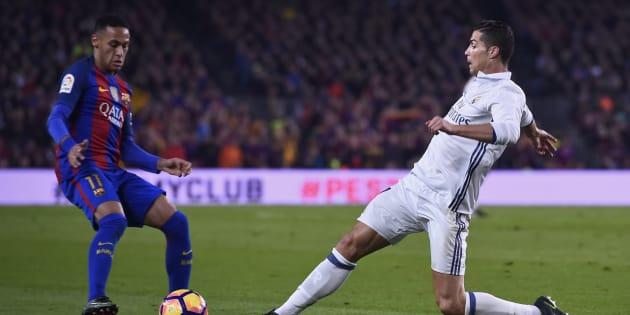 Neymar face à Cristiano Ronaldo lors de Barça-Real le 3 décembre 2016.