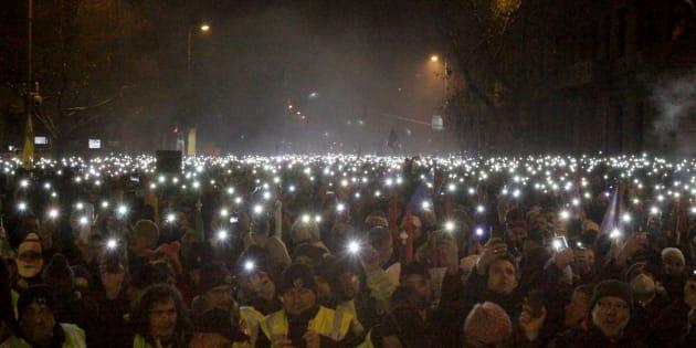 """Ungheresi da quattro giorni in piazza contro """"legge sch"""