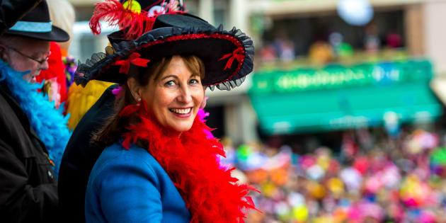 Ségolène Royal a jeté des harengs au carnaval de Dunkerque.