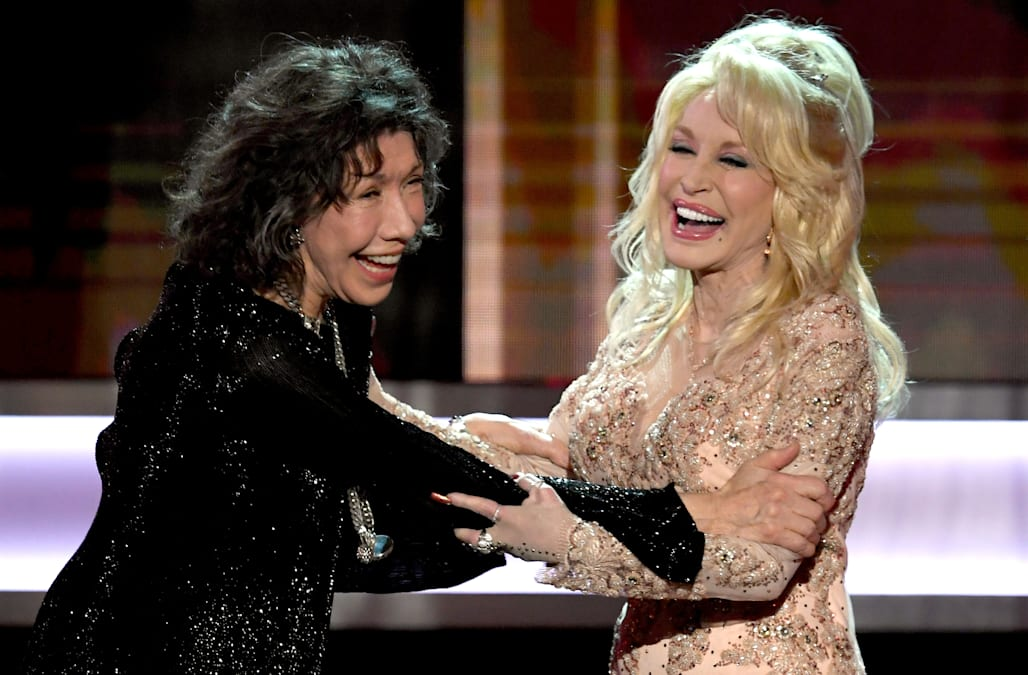 Dolly Parton makes joke about her breasts at the 2017 SAG Awards