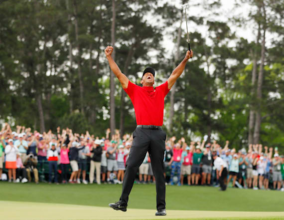Viral video shows Michael Phelps cheering on Tiger