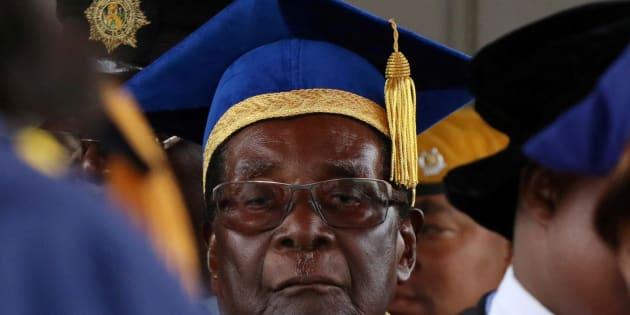 Zimbabwe President Robert Mugabe attends a university graduation ceremony in Harare, Zimbabwe, November 17, 2017. REUTERS/Philimon Bulawayo     TPX IMAGES OF THE DAY