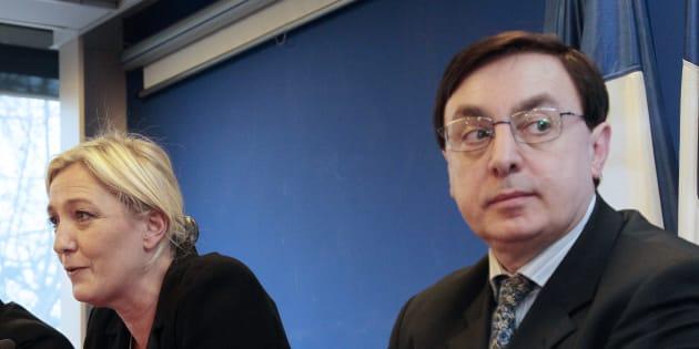 Jean-François Jalkh (à droite) est renvoyé en correctionnelle dans l'affaire du financement frauduleux du Front national.
