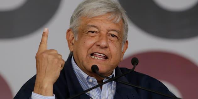 Andres Manuel López Obrador,  líder de MORENA, durante un meeting en Monterrey. 2017. REUTERS/Daniel Becerril