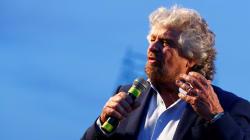 L'appello di Beppe Grillo ai farmacisti: