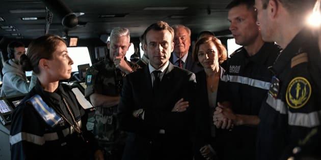 """A bord du porte-avions nucléaire Charles de Gaulle, Emmanuel Macron doit défendre sur TF1 son engagement pour les armées et répondre à la colère des """"gilets jaunes""""."""