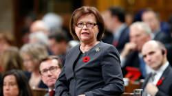 La ministre Judy Foote remet sa