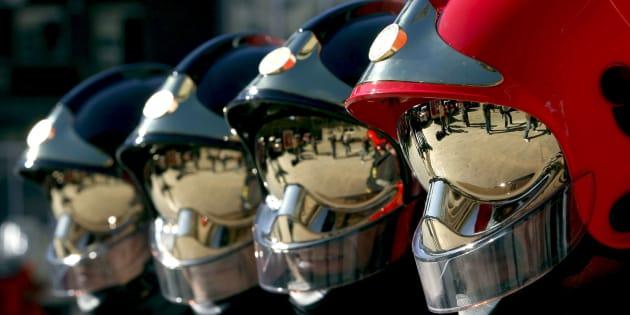 Un grupo de bomberos de Barcelona, durante un acto reciente para presentar nuevos uniformes.