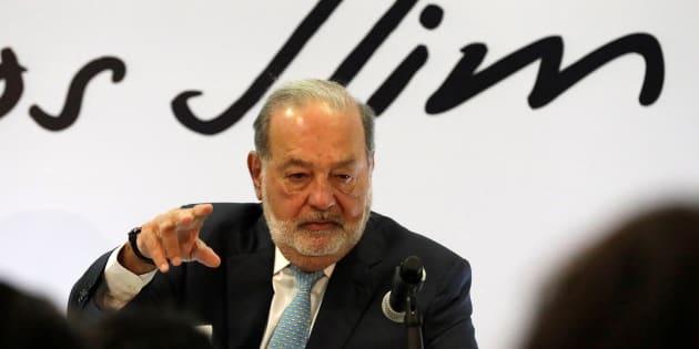 El millonario Carlos Slim habla sobre la construcción del Nuevo Aeropuerto Internacional de México durante una conferencia de prensa en la Ciudad de México.