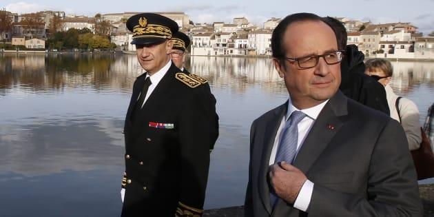 François Hollande sur les bords du Canal du Midi le 19 novembre 2016.