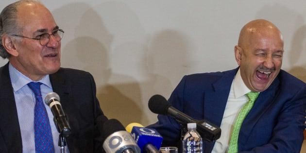 El expresidente Carlos Salinas de Gortari presentó su libro 'Aliados y Adversarios, TLCAN 1998-2017', en el Club de Ingenieros. En la imagen, con Herminio Blanco, uno de los negociadores del Tratado de Libre Comercio en 1998.