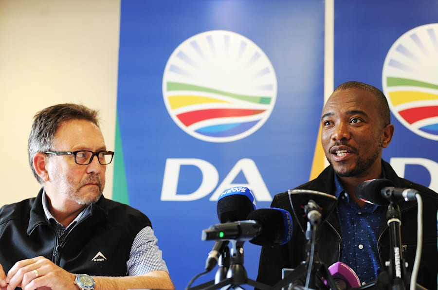 James Selfe, chairperson of the DA's federal executive, and Mmusi Maimane, DA leader, at a press conference in March.