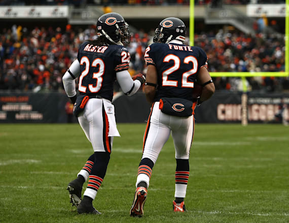 Forte, Hester to sign one-day deals, retire as Bears