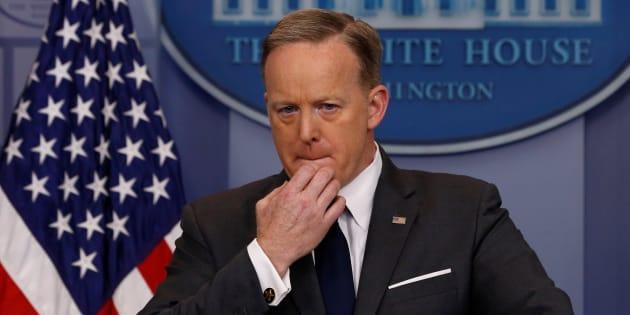 """L'explication du porte-parole de Trump sur son """"covfefe"""" a fait éclater les journalistes de rire"""