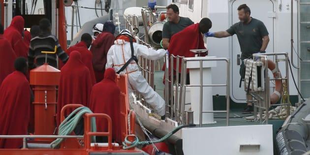 Llegada al puerto de Almería de 33 inmigrantes rescatados por Salvamento Marítimo el pasado 25 de junio.