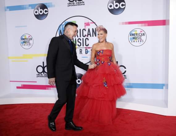Couples at the 2017 AMAs