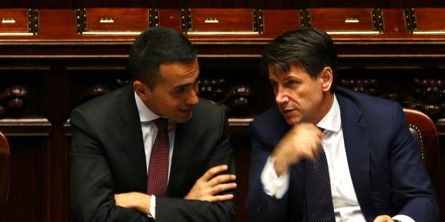 Luigi Di Maio, ici avec le président italien du Conseil Giuseppe Conte, presse la France d'accueillir les bateaux de migrants