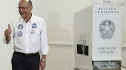 Geraldo Alckmin é recebido com aplausos ao votar em São