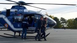 L'arrivée de Castaner en hélicoptère à un péage de gilets jaunes pointée du