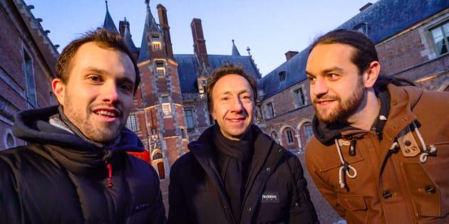 Florian (à gauche) et Julien (à droite) de la chaîne Mamytwink ont embarqué Stéphane Bern dans une exploration nocturne du château de Maintenon.