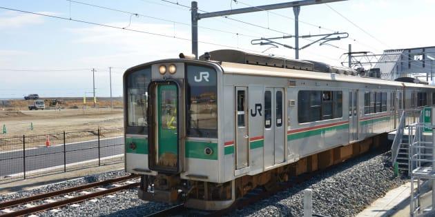 ※写真は、新地駅を発車するJR常磐線の試運転列車。