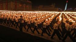 En vidéo: Une imposante marche aux flambeaux marque le 70e anniversaire de la Corée du