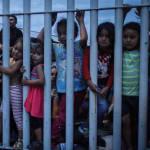 Miles de migrantes siguen esperando poder entrar a