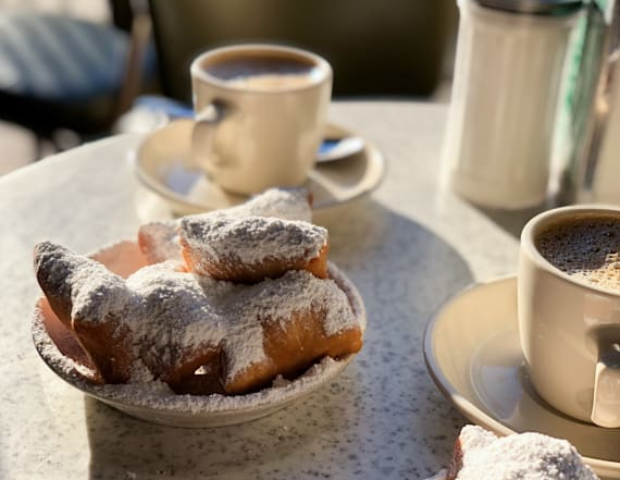 Bring New Orleans home with this Café du Monde set