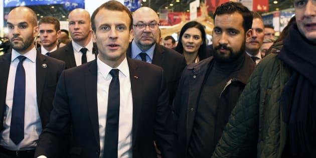 Le Président Emmanuel Macron et son garde du corps Alexandre Benalla le 24 février 2018 au Salon de l'Agriculture.