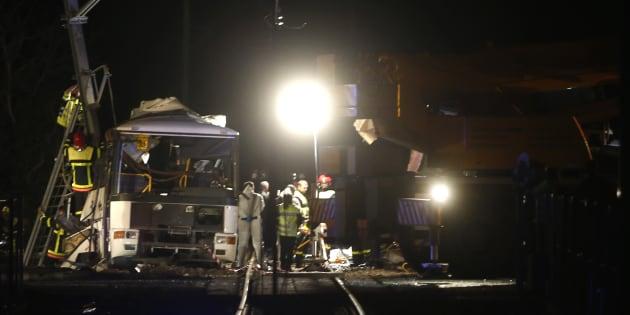 Des policiers sur le lieu de la collision près de Millas le 14 décembre 2017.