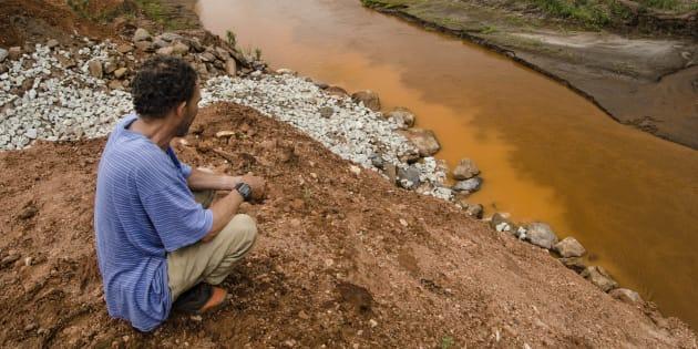 A tragédia de Mariana, que deixou 19 mortos, ficou conhecida no Brasil como o maior desastre ambiental da história.
