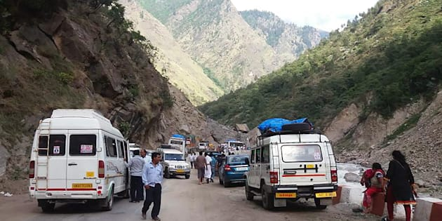 Landslide on Rishikesh-Badrinath NH, 1000-1500 feared stranded