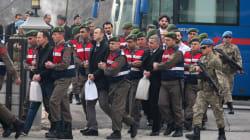 Turquie: plus de 7000 policiers, soldats, et membres de ministères limogés en