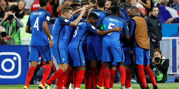 Les Bleus fêtent leur premier but face à la Biélorussie au Stade de France ce 10 octobre 2017.