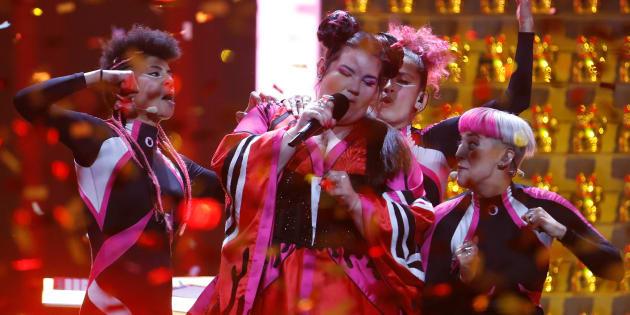 Netta y sus bailarines, durante la competición del pasado mayo en Lisboa.
