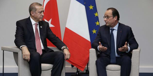 François Hollande, ici avec le président turc Erdogan, active tous ses réseaux pour obtenir la libération de Loup Bureau.