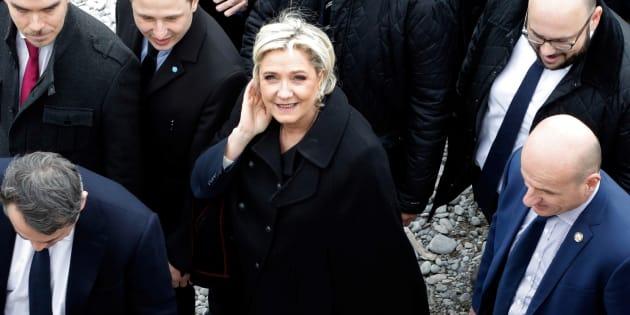 La candidate du FN pour la présidentielle 2017, Marine Le Pen, sur la Promenade des Anglais à Nice, le 13 février 2017.