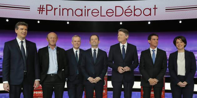 Les candidats à la primaire de la gauche lors du premier débat du 12 janvier 2017. De gauche à droite: Arnaud Montebourg, Jean-Luc Bennahmias, François de Rugy, Benoît Hamon, Vincent Peillon, Manuel Valls et Sylvia Pinel.