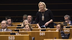 Champagne et irrégularités, le groupe de l'ex-FN doit 500.000 euros au Parlement