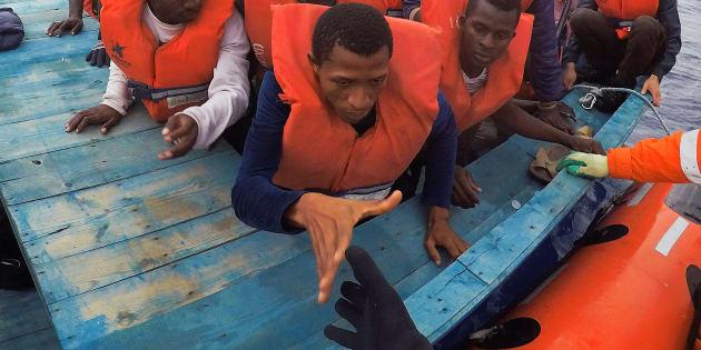Une opération de sauvetage de migrants en Méditerranée, le 18 juin 2017.