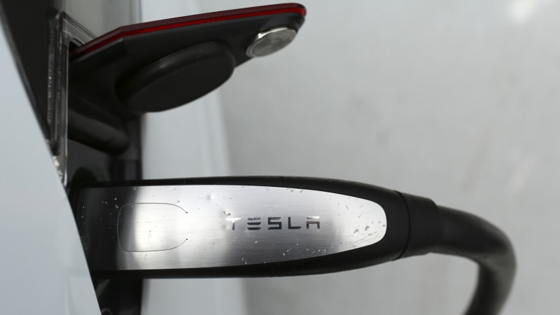 photo image Tesla hits 200,000 cars, meaning a lower tax credit for EV buyers