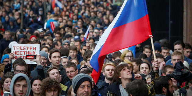 Supporters of Russian opposition leader Alexei Navalny are calling for Putin to step down.