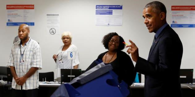 Barack Obama votant par anticipation dès le 8 octobre, soit un mois avant le scrutin officiel de la présidentielle américaine.