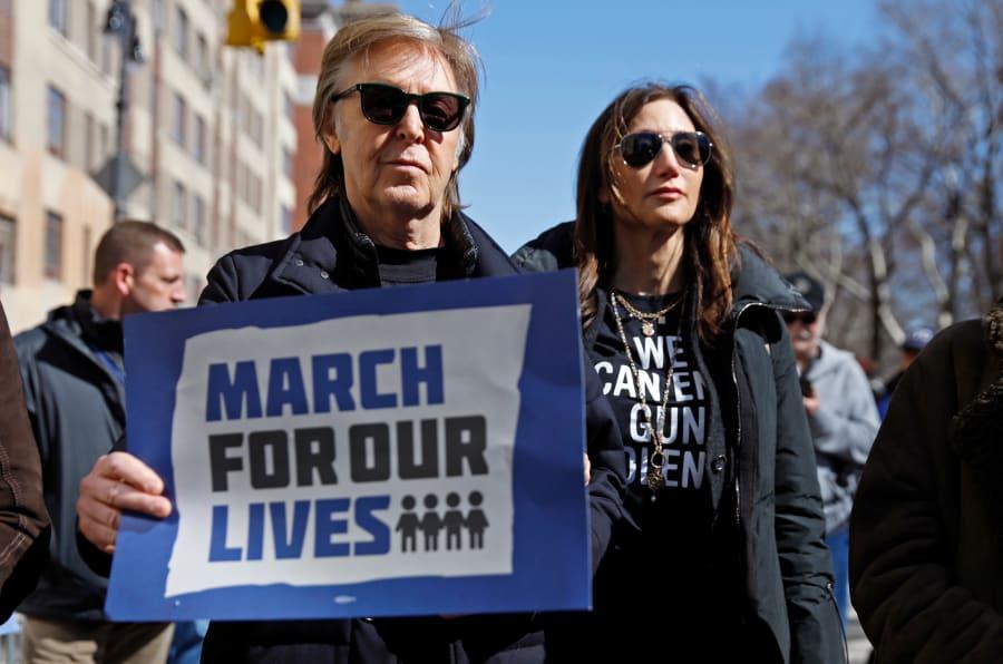 Ex-Beatle Paul McCartney se junta a mobilização durante a 'Marche pelas nossas Vidas', que exige controle de armas nas cidades norte-americanas.