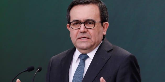 El ministro de Economía de México, Ildefonso Guajardo, hace un gesto durante una conferencia de prensa en la residencia presidencial de Los Pinos en la ciudad de México.