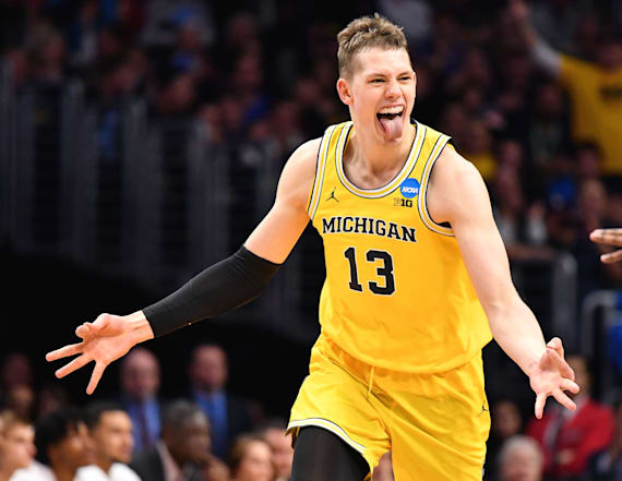 Michigan throttles Texas A&M to reach Elite Eight