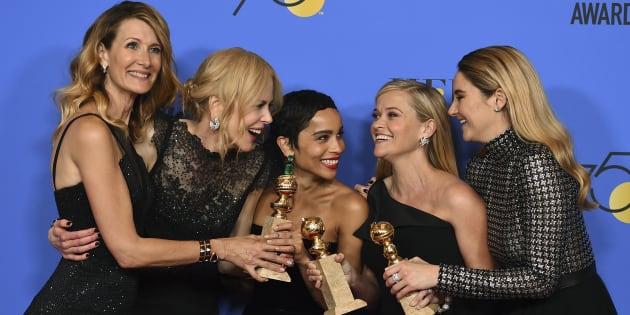 De izquierda a derecha, las actrices Laura Dern, Nicole Kidman, Zoe Kravitz, Reese Witherspoon y Shailene Woodley, posando con el premio a Mejor miniserie de televisión.