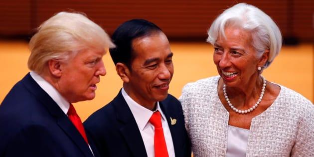Le FMI revoit ses prévisions à la hausse presque partout sauf aux États-Unis (et Trump n'y est pas pour rien)