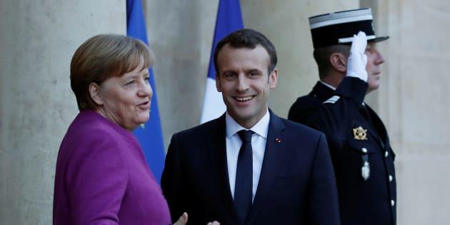 Après avoir profité de l'absence de Merkel, Macron veut surfer sur son retour