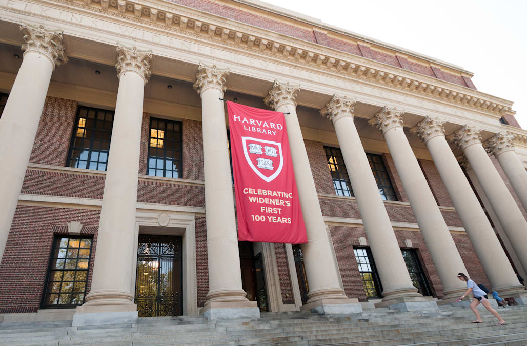 Homeless NYPD auxiliary officer now attending Harvard
